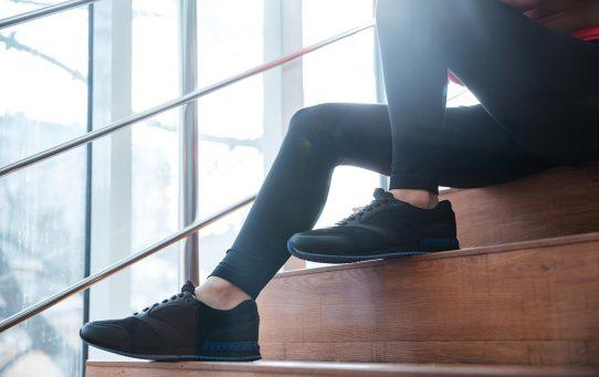 buty na schodach